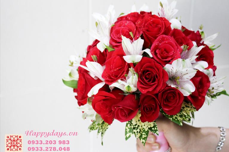 Hoa cầm tay tone đỏ