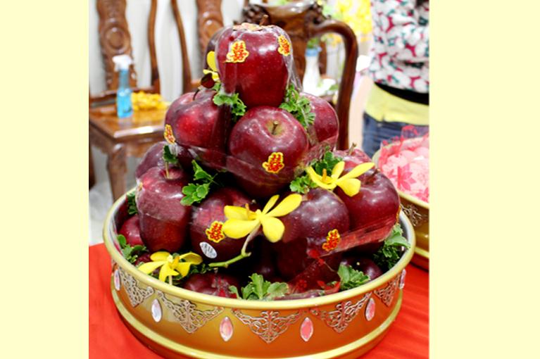 Quả Táo đỏ hoặc trái cây khác